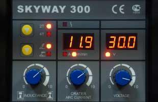 Панель управления на источнике AuroraPRO SKYWAY 300